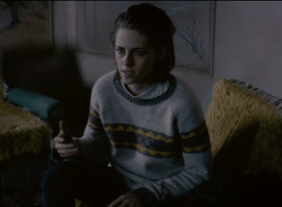 Maureen (Kristen Stewart) wows us all with her impeccable style in... shapeless sweaters.
